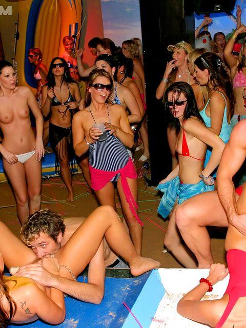 Секс на вечеринках